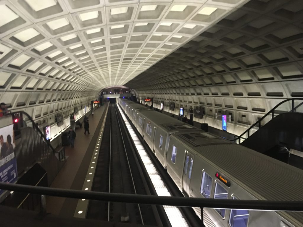 ワシントンDC地下鉄ホームと車両
