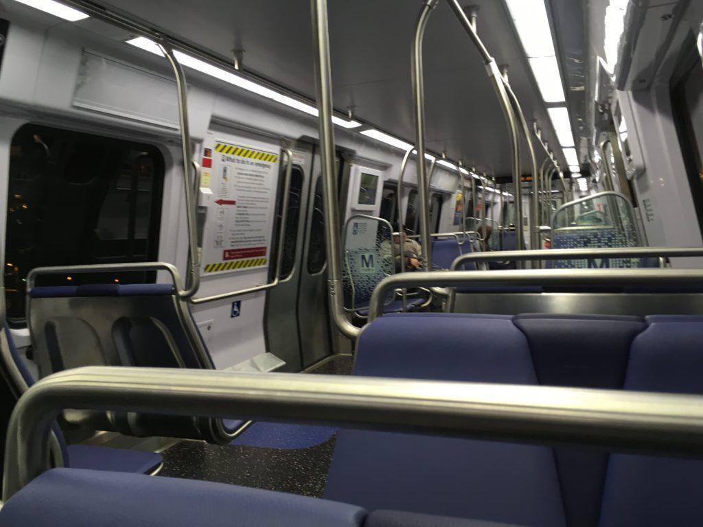 ワシントンDC地下鉄の車内